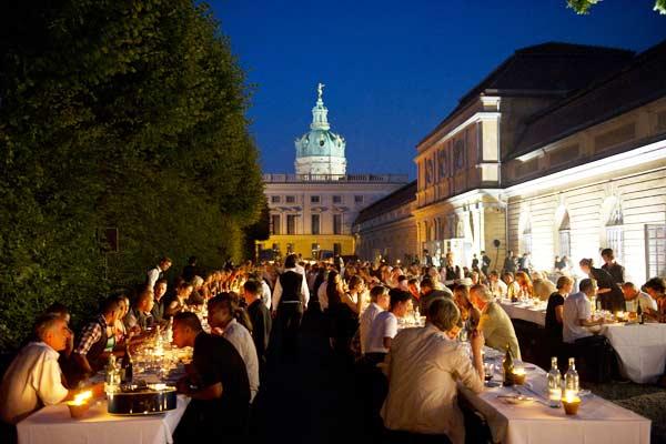 8-Fest-im-Garten-der-großen-Orangerie-Berlin-1